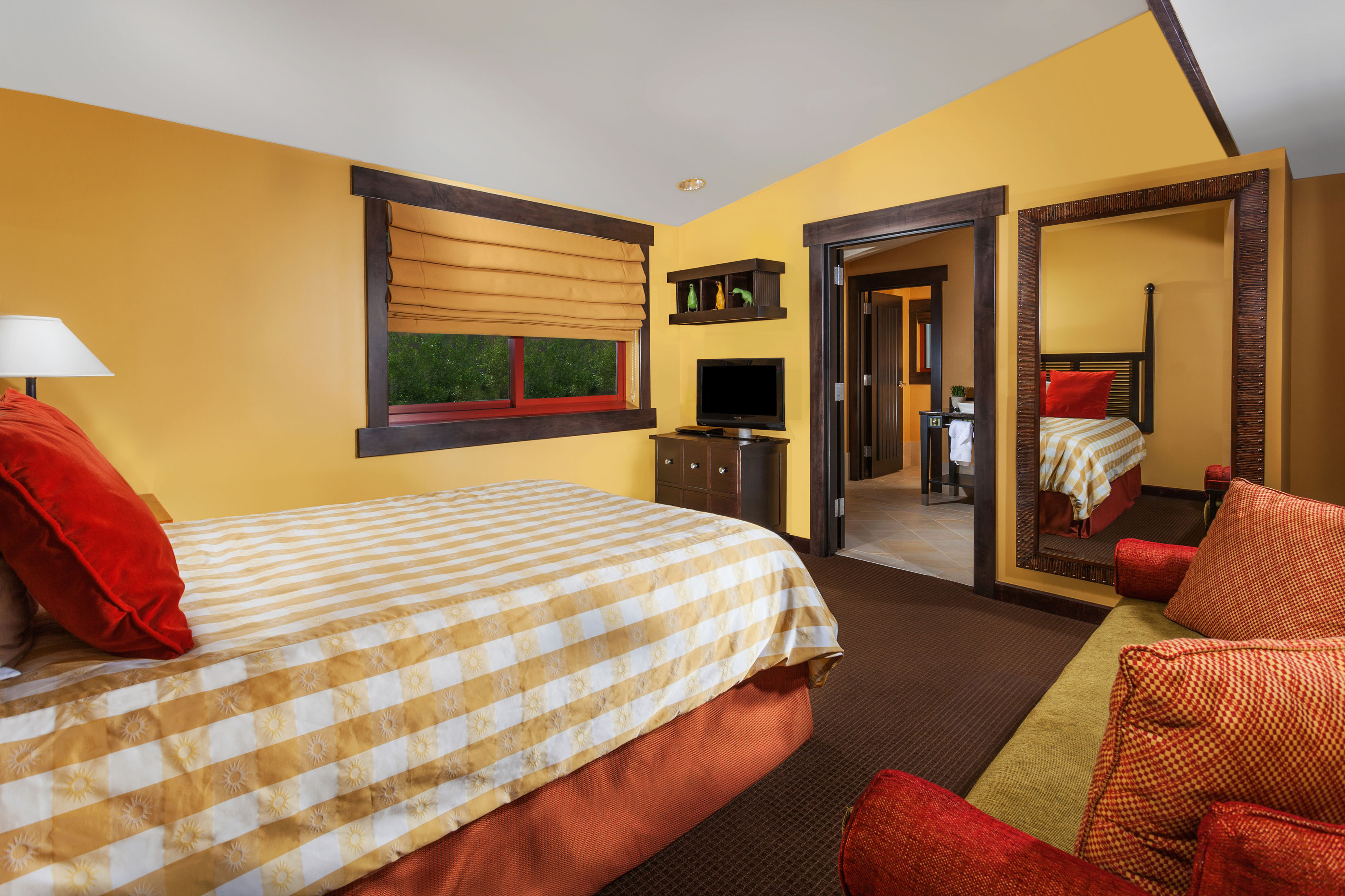 lodging_executive_suite_guest_room2.jpg