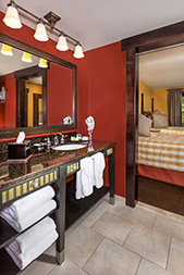 lodging_queen_suite_kitchenette1.jpg
